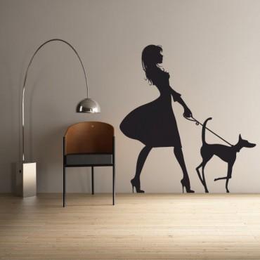 Sticker Femme avec son chien - stickers personnages & stickers muraux - fanastick.com