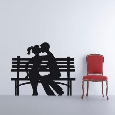 Sticker Amoureux sur un banc - stickers dans la ville & stickers muraux - fanastick.com
