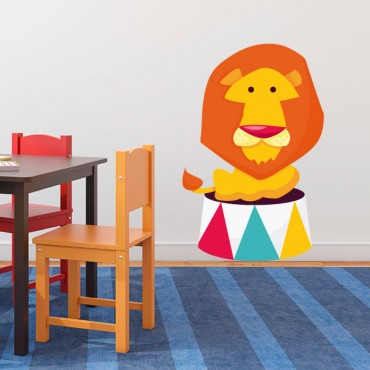 Sticker Lion sur podium - stickers animaux enfant & stickers enfant - fanastick.com