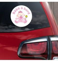 Sticker Bébé à bord fille hochet