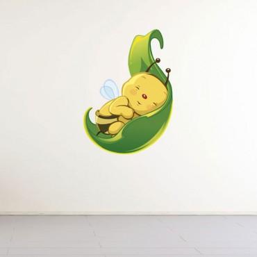 Sticker Abeille dans une feuille - stickers chambre bébé & stickers enfant - fanastick.com